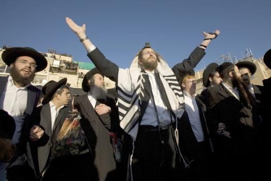 Дайны үед Еврейчүүдийг хамгаалсан хүмүүсийг шагнав
