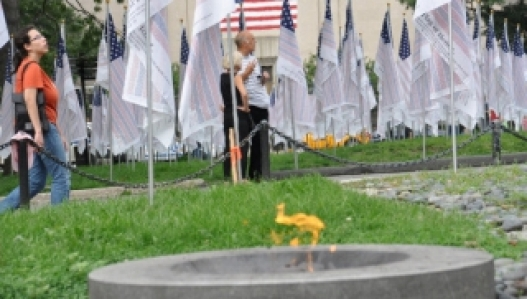 9/11-ний халдлагад амь үрэгдэгсдийг дурсана