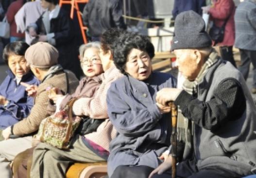 Японд дөрвөн хүн тутмын нэг нь 65-аас дээш настай