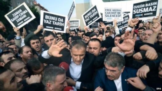 Туркийн цагдаа нар 25 сэтгүүлчийг баривчилжээ