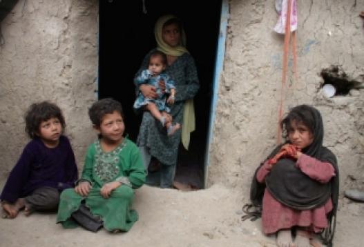 Афганистаны охидын сургуульд гал тавьжээ