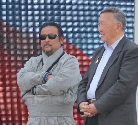 Монголын баячууд чухамдаа хэн юм бэ? гэдгийг