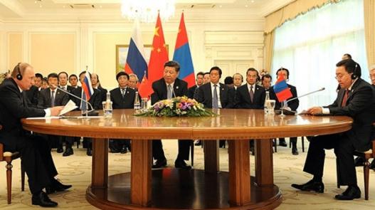 """Эдийн засгийн хонгилын хөтөлбөр ба """"Монголын түүхий эдийн бялуунд"""" ойртох боломж"""