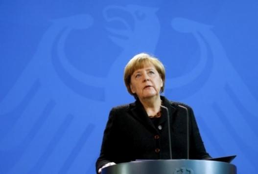 Ангела Меркель дүрвэгсдийн халдлагыг буруушаав