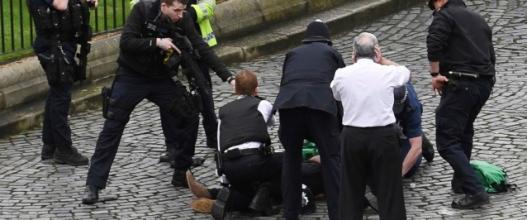 Их Британийн парламентын ордны гадна террорист халдлага боллоо