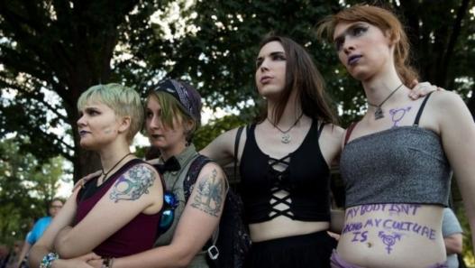 Д.Трамп трансжендерүүдийг армид алба хаахыг хориглолоо