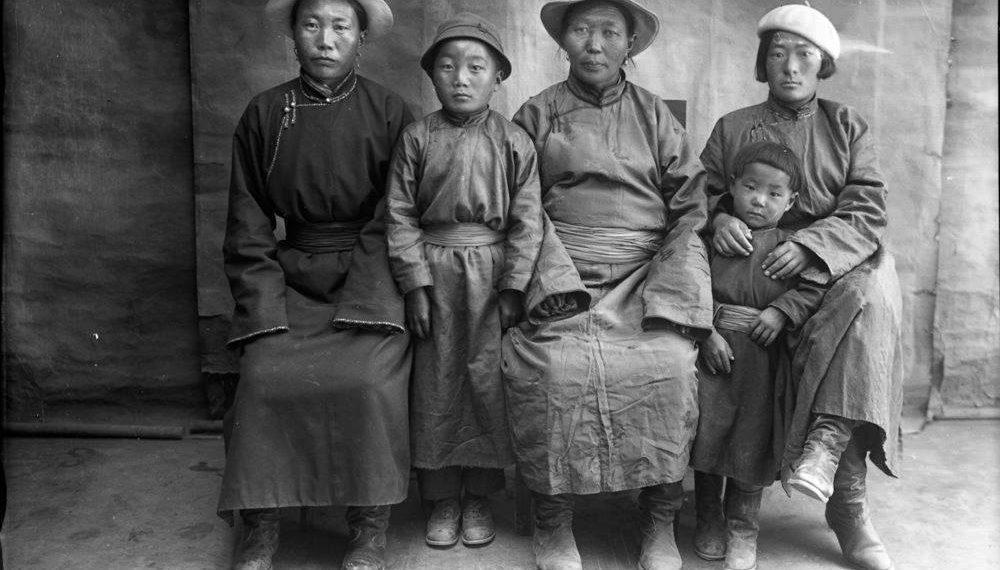 1920-1930 оны Монголчууд гэрэл зургийн хальснаа