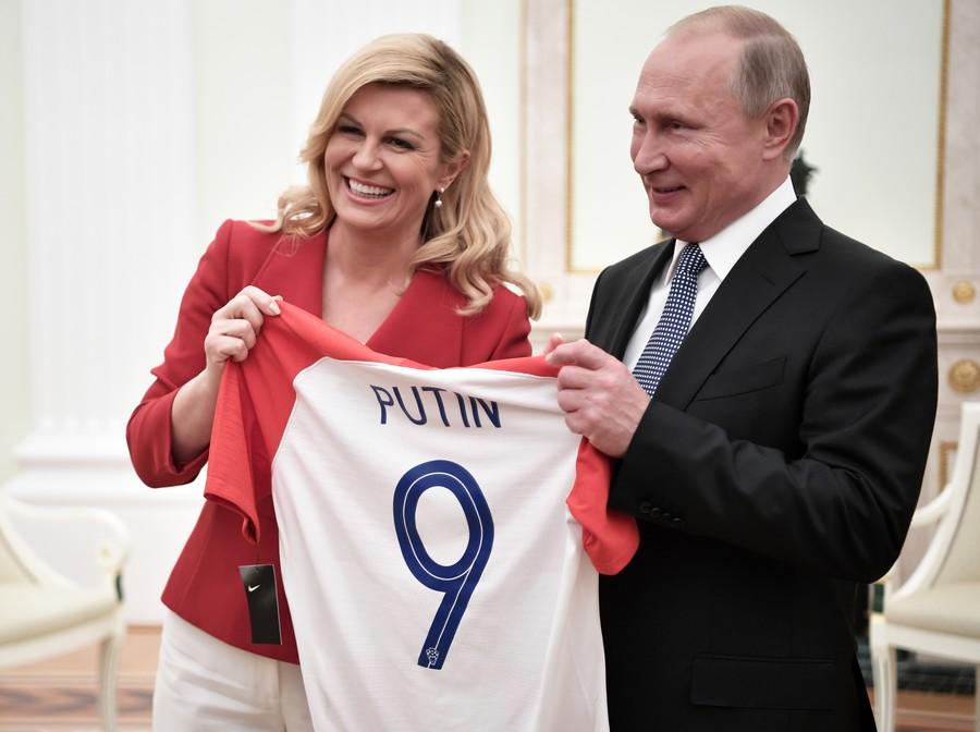 Хөлбөмбөгийн түүхэнд нэрээ мөнхөлсөн Хорват улсын халуухан Ерөнхийлөгч Колинда Грабар Китарович