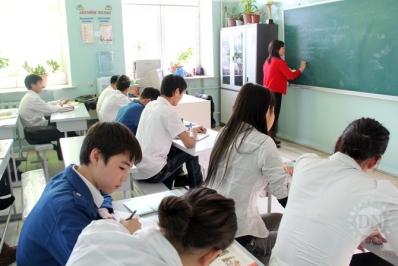 Дунд сургуулийн сурагчдыг зуны улиралд хичээллүүлэх шаардлагатай гэлээ