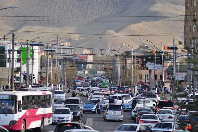 Улаанбаатар хотод бүтэн зам бараг үлдсэнгүй