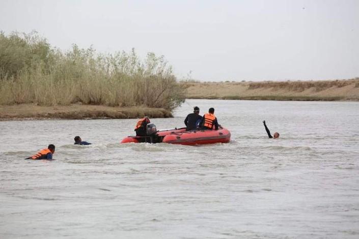 Ажил үүргээ гүйцэтгэж явсан алба хаагчид голд живж байсан иргэний амь насыг аварлаа
