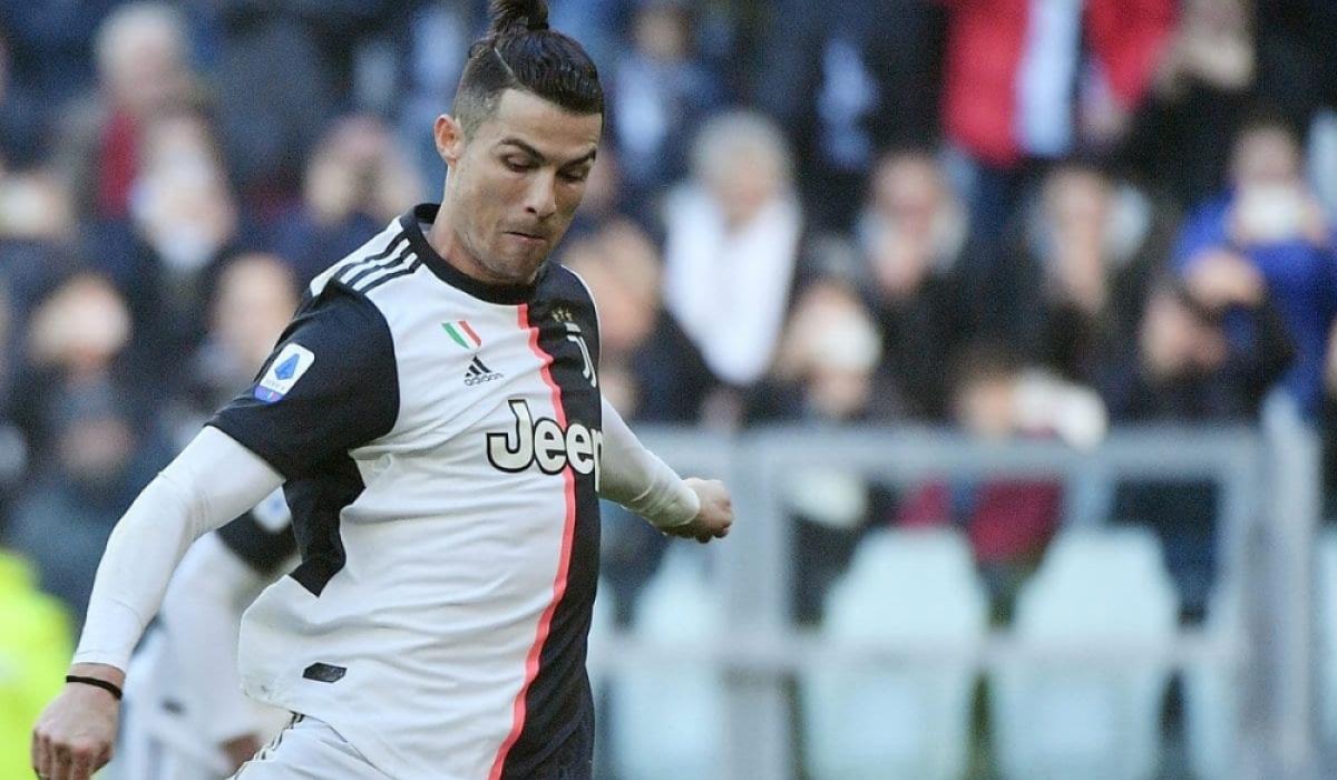 Роналду Европын клубуудын түүхэнд 450 гоол оруулсан анхны тоглогч болов