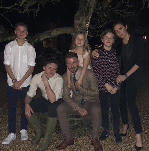 Дэвид Бэкхем гэр бүлийн зургуудаа нийтлэв