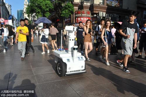 5G цагдаагийн эргүүлийн эхний робот Наньжин замын гудамжинд ажиллаж эхлэв