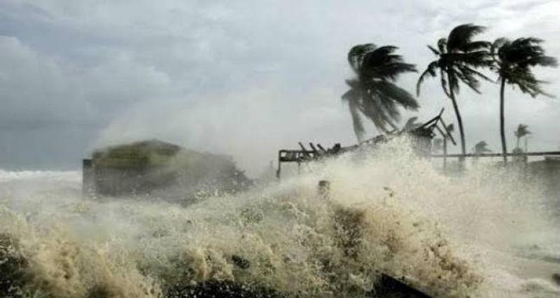 Энэтхэгийн өмнөд нутгийг хар салхи дайран өнгөрч их хэмжээний хохирол учруулжээ