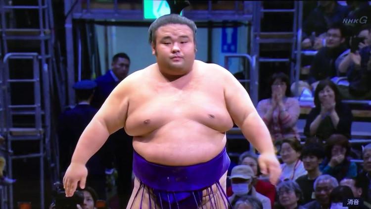 Такакейшёо Кюүшюү башёг ганцаараа тэргүүлж байна