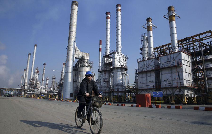 Ираны газрын тосны экспорт гурав дахин буурч магадгүй