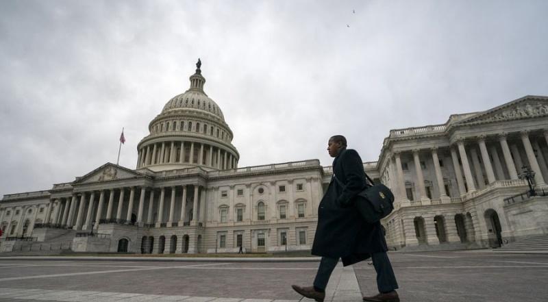 АНУ Засгийн газрын үйл ажиллагаагаа түр зогсоосны улмаас цэргийнхэн анх удаа цалин авсангүй