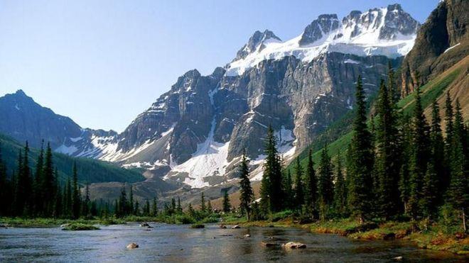 Канадын Хадат уулын нурангийн улмаас мэргэжлийн уулчид амиа алдсан байж болзошгүй