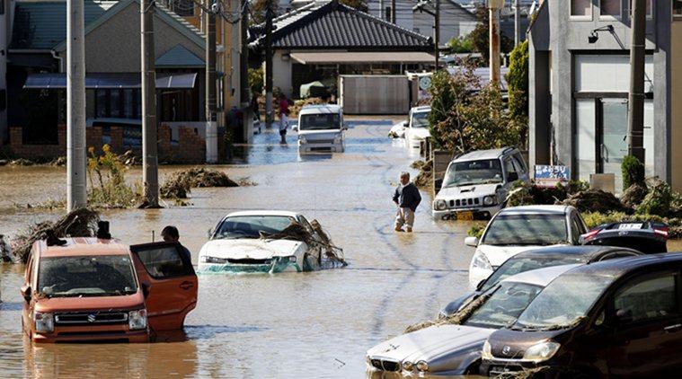 Японд олон мянган барилга сүйджээ