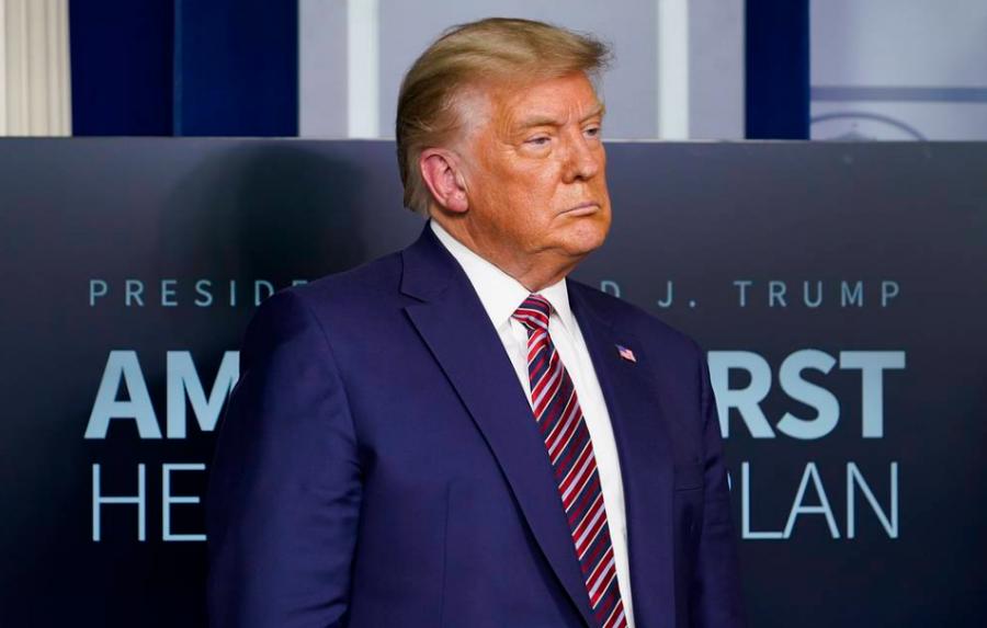 Трамп Үндэсний аюулгүй байдлын туслах асандаа өршөөл үзүүлжээ