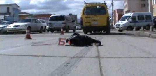 Хоёр машинд мөргүүлэн явган зорчигч нас барлаа