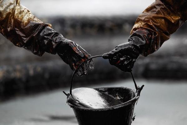 Нефтийн олборлолтыг үргэлжлүүлэн бууруулна
