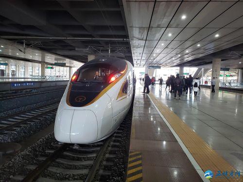 Хөххот-Бээжин чиглэлийн өндөр хурдны галт тэрэг туршилтын аяллаа хийлээ