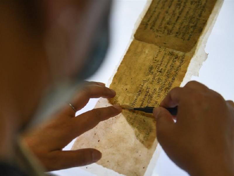 Хуучны 3000 гаруй ном судрыг сэргээн засварлажээ