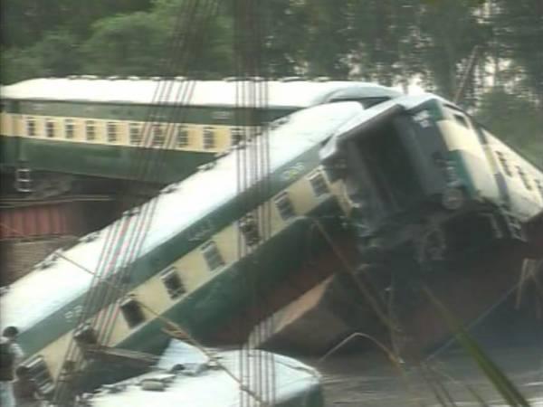 Пакистанд галт тэрэг осолдож 12 цэрэг амиа алджээ