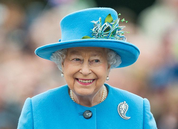 Их Британийн хатан хаан вакцинжуулалтад хамрагдахыг иргэддээ уриаллаа