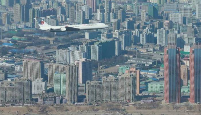 Ким Чен Ун тансаг онгоцоороо нийслэлээ тойрон нислээ