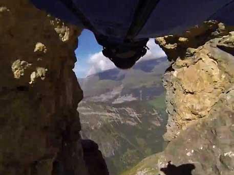 Дэлхийн хамгийн аюултай нисэх үзүүлбэрийг хийжээ бичлэг