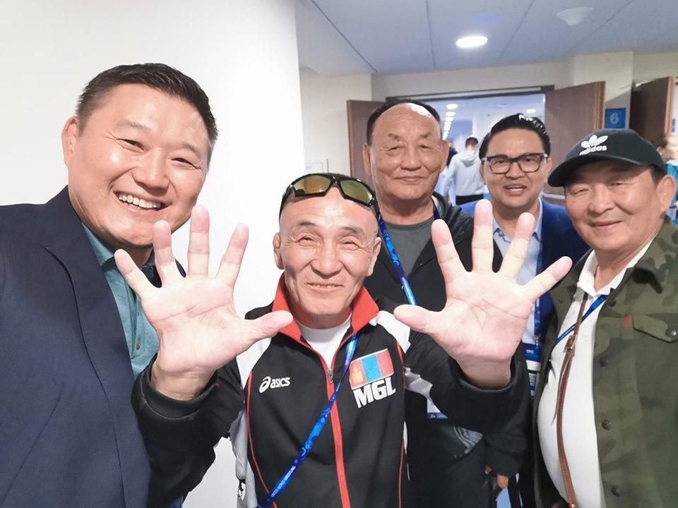 Шавь нараа дэлхийн дэвжээнээс 10 медаль авахуулсан аатай дасгалжуулагч