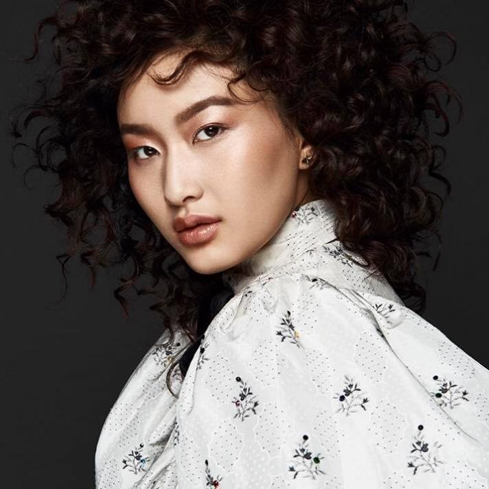 Дэлхийн алдартай брэндийг Монгол загвар өмсөгч сурталчилна