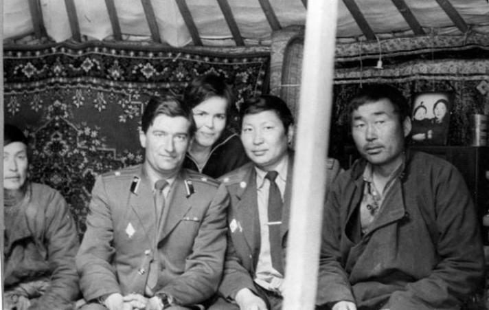 Монголд төмөр замын гүүр, зам барьж байсан Оросууд