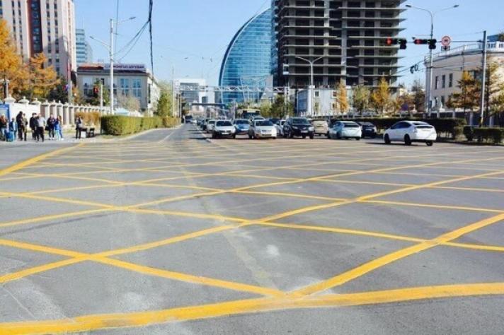 Уулзваруудын шар тэмдэглэгээ давж зогссон жолоочид торгууль ногдуулна