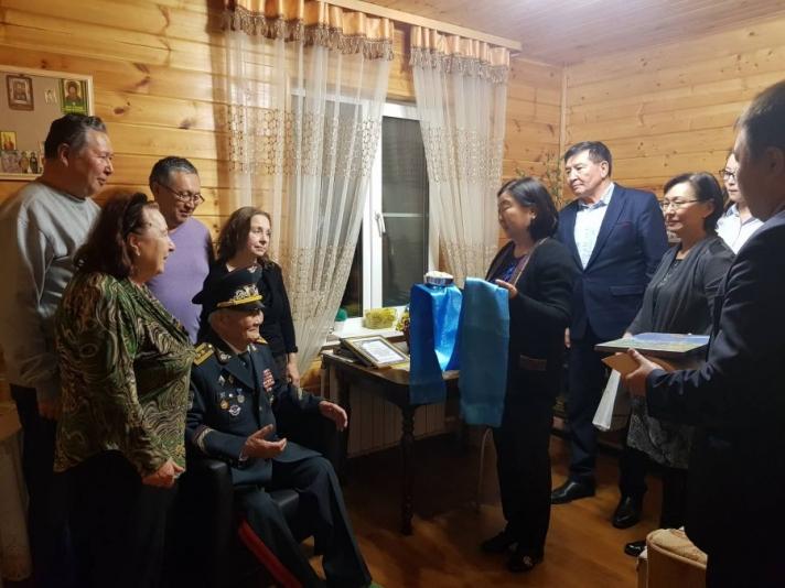 Хошууч генерал С.Санжмятавын 90 насны ойг тохиолдуулан баяр хүргэв