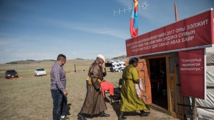 Ардчиллын баянбүрд болсон Монголд цаашид юу болох вэ?