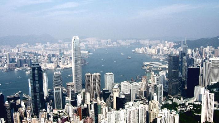 Хонконг санхүүгийн хүндрэлд оров