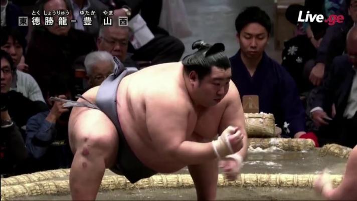 Хамгийн бага чансаатай сумоч Токушорюү анх удаа Макүүчид түрүүлэв