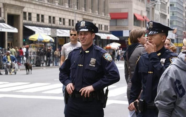 Нью-Йорк хотын цагдаагийн газрын 1000 гаруй ажилтан коронавирусээр халдварлажээ