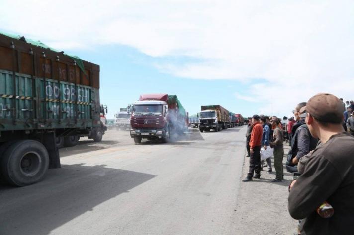 Тавантолгой-Гашуунсухайтын жолооч нар тээвэр зогсоох мэдэгдэл гаргажээ