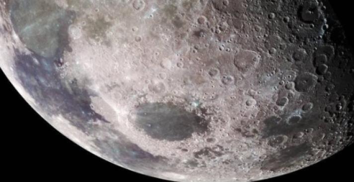 Нарны гэрэл тусдаг Сарны талд ус байгаа болохыг тогтоожээ