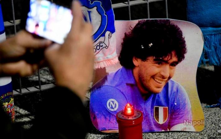 Диего Марадонаг Буэнос-Айресийн ойролцоох оршуулгын газарт оршуулжээ