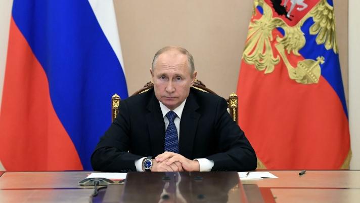 Вакцинжуулалтад өргөн хүрээтэй хамруулж эхлэхийг В.Путин үүрэг болгожээ