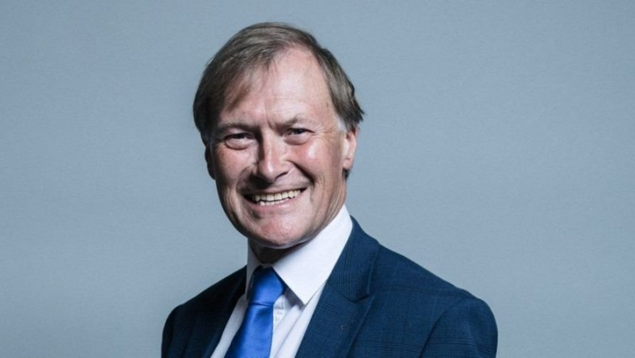 Их Британийн парламентын гишүүн сонгогчидтой уулзах үеэр амиа алджээ