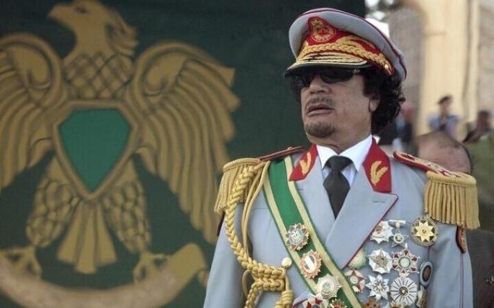 Амиа алдахаасаа хэдхэн цагийн өмнө хийсэн Каддафийн бичлэгийг дэлгэжээ