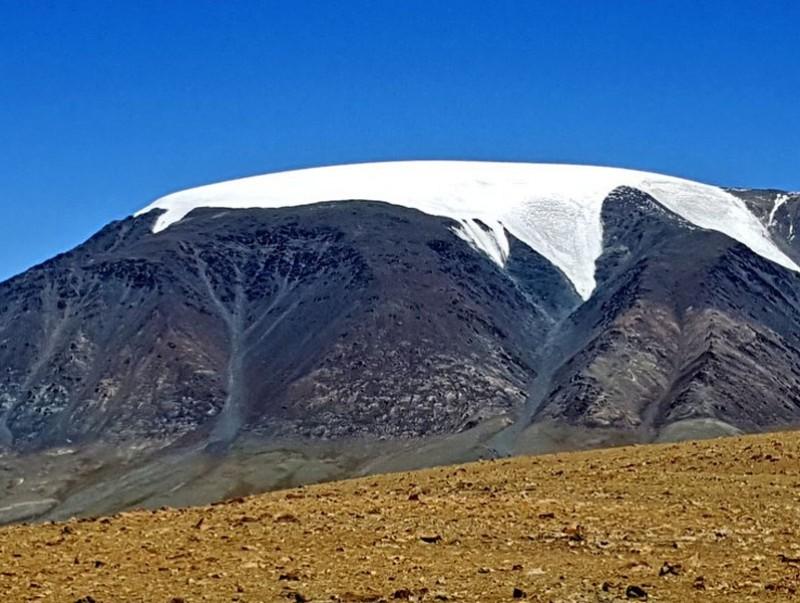 Төрийн тахилгат уул Сутай хайрхан