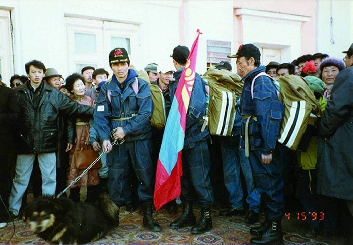 1993-онд Монголоос-Америк хүртэл аялсан Банхар нохойн түүх